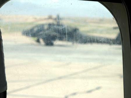 هلیکوپترهای آپاچی آمریکا در فرودگاه قندهار